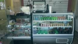 Freezer expositor, balcão caixa e estufa de 6 bandejas