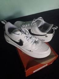 Tênis Nike Air Force seminovos