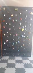 Parede de escalada indoor + colchão de ginastica                          aceito propostas