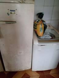 Vendo 2 máquina de lavar roupa e uma geladeira.