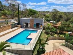 Sítio incrível, com uma área externa encantadora, com piscina