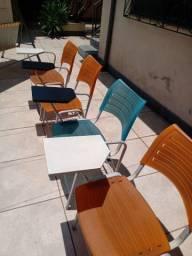 4 cadeiras escolares