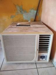 Ar condicionado no precinho, funcionando perfeitamente.