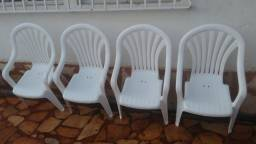 Cadeira Poltrona de plástico Pisani kit com 4 peças - Preço de ocasião!