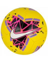Bola futebol campo