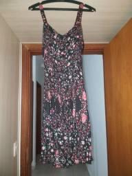 Vestido Preto com flores rosas e vermelhas