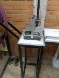 Máquina para fabricar persianas vertical.