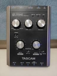 Placa de áudio Tascam US-144mkII (Campina Grande)