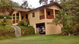 Vendo sitio com 2 casas em Santa Leopoldina com cachoeira no quintal