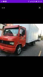 Caminhão baú para fretes &mudanças
