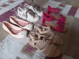 Combo sandálias e tênis da barbie por 100,00