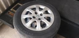 Roda fiat de ferro com pneus