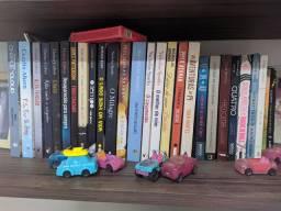 Lote de livros: +/- 40
