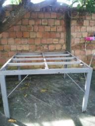 Estrutura de ferro para mesa