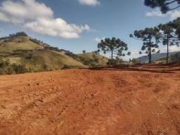 Linda chácara contendo 02 hectares em Delfim Moreira - Sul de Minas Gerais.