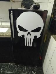 Vendo geladeira personalizada em ótimo estado