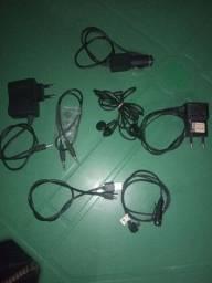 Vendo  carregador  fone e cabos