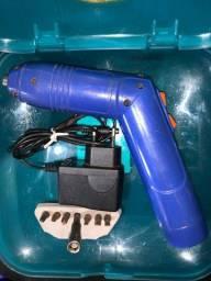 Parafusadeira Goodyear sem fio 4,6v novíssima segurando carga