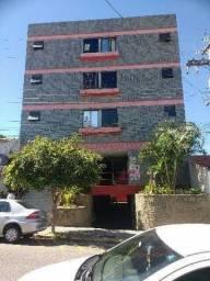 Apartamento semimobiliado centro