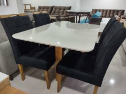 Conjunto de Mesa de Alto Padrão com 4 Cadeiras NOVA