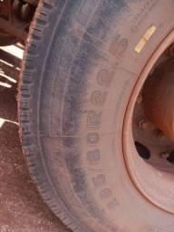 Vendo pneu com aro 295 novo zap *
