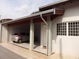 Casa em Cosmópolis-SP c/4 quartos, ótima localização e doc ok p/ financiamento. (CA0111)