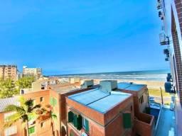 Apartamento beira mar três dormitórios
