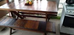 Vendo mesa em angelim acompanha 2 bancos