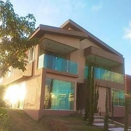 Casa no Alphaville Catuana - 370m² 4Suites - semi mobiliada