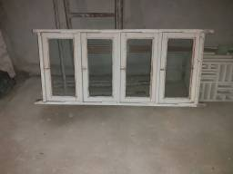 Janela de madeira e vidro