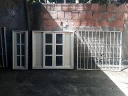 Vendo 3 janelas e uma bascula e as grade delas