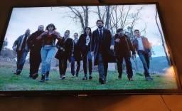 TV SmartTV Samsung 40 polegadas com Netflix e suporte de parede incluído