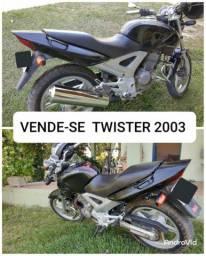 Vendo moto Twister ano 2003