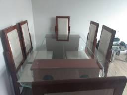 Mesa com jogo de sala de jantar