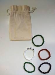 Kit de Pulseiras de Pedra Artificial + Sacolinha de Brinde