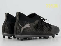Chuteiras de campo originais, Puma, Adidas e Nike.