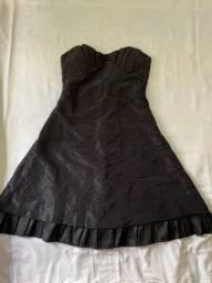 Vestido curto tafetá bordado 42