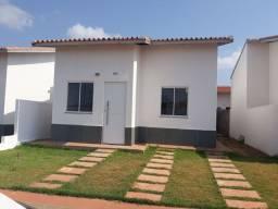 Casa com 02 quartos para Alugar em Condomínio Fechado