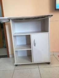 Mesa de passa roupa com armário