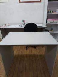 Escrivaninha simples