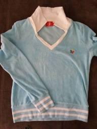 Blusão azul com decote V