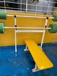 duas barras com assento