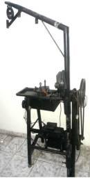 Máquina para tela alambrado com duas matrizes