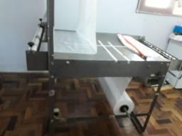 Máquina fabrica tapete higiênico e fraldas
