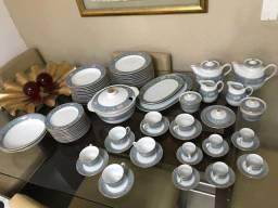 Conjunto de jantar em porcelana