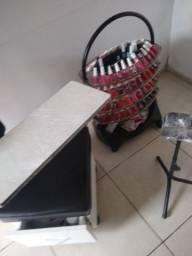 Cadeira de manicure, tripé e carrinho de esmalte