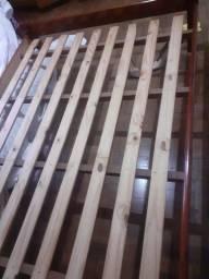 Cama de casal (madeira)