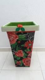 Vasos para plantas ornamentais naturais e artificiais