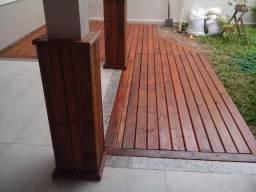 Manutenção de deck em madeira