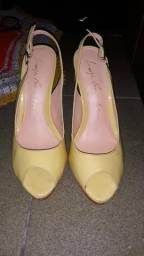 Sapato calçado